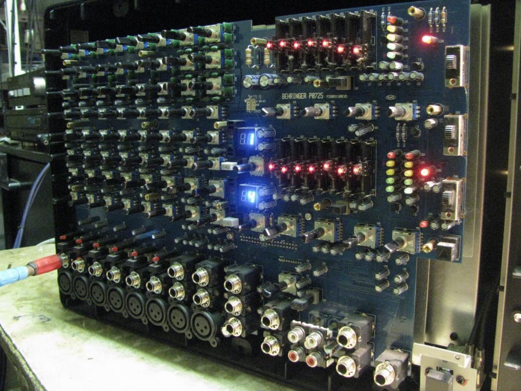 Behringer Europower PMP980S_2