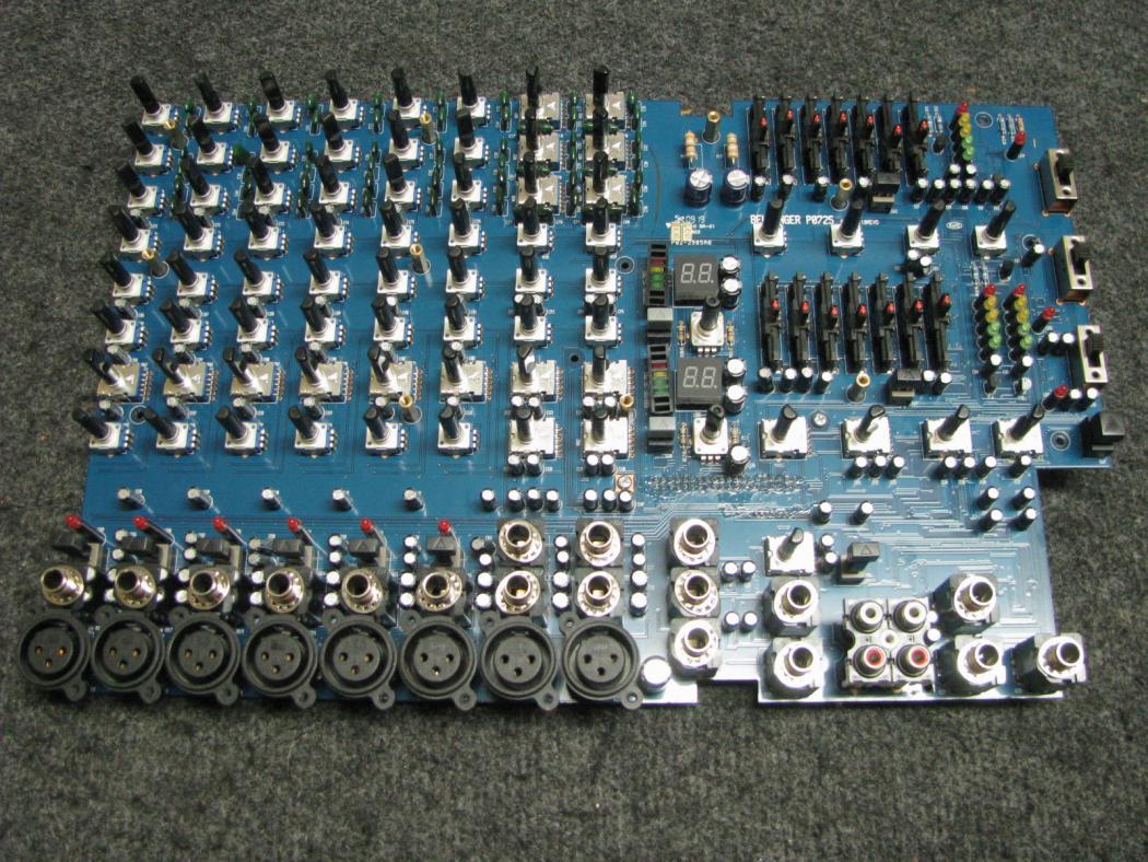 Behringer Europower PMP980S_4