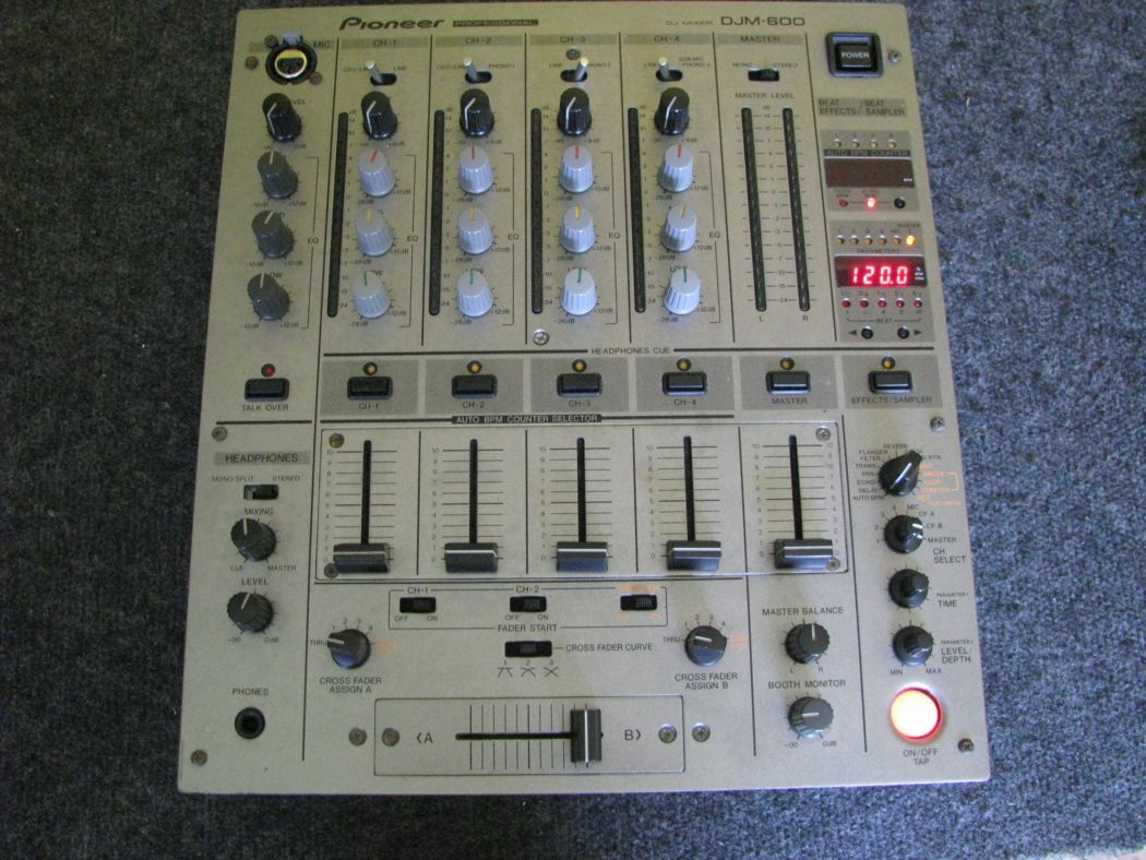 Pioneer DJM 600_1