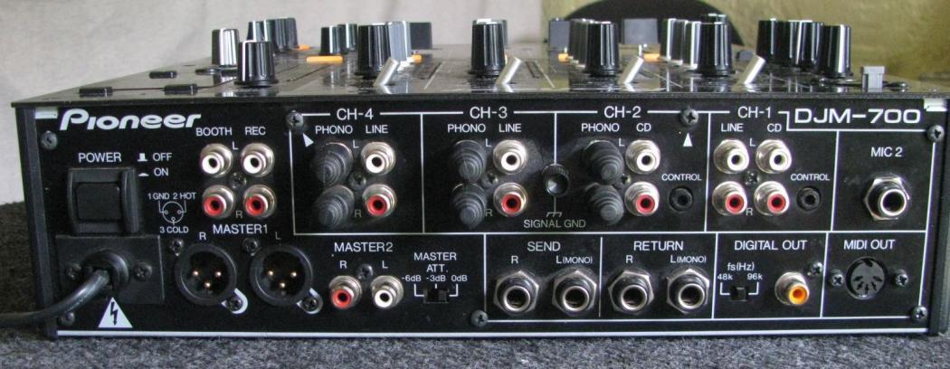 Pioneer DJM 700_6