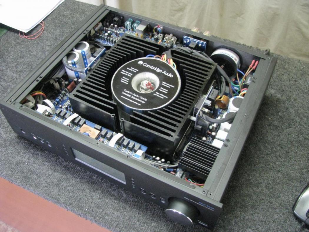 zosilňovače a av receivery Cambridge Audio